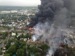 800px-Lac_megantic_burning