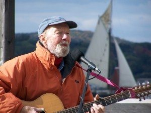 Pete Seeger and Clearwater Dona-Crawford-autunm_040-300x225
