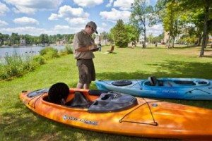 APIPP Photo Steward Inspecting Kayaks