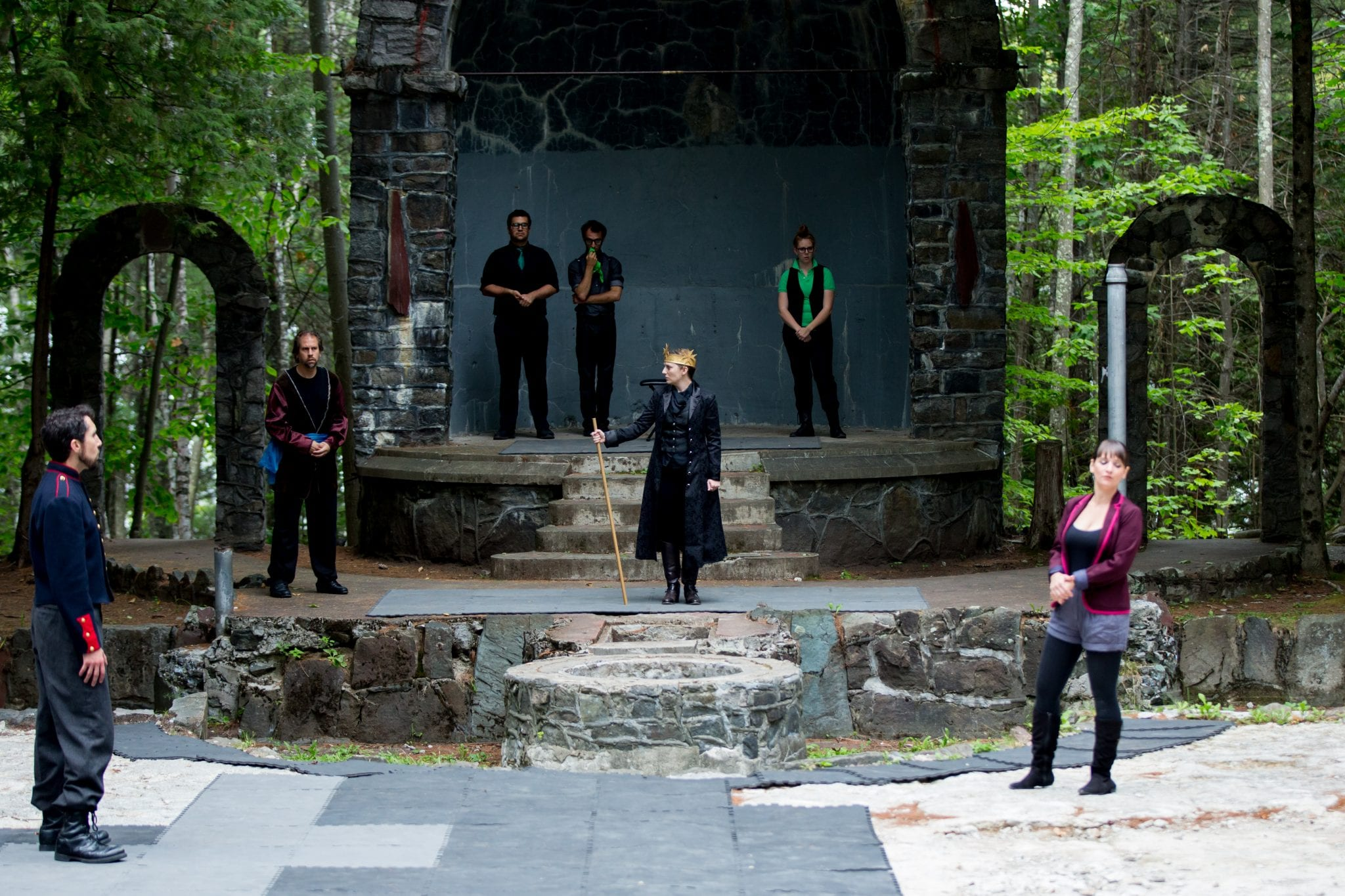 Tara Bradway as King Richard II and ensemble in Richard II, 2014. Scaroon Manor Amphitheater,