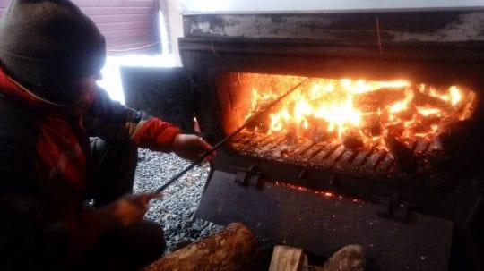 Mike Todriff firing the sugar boiler in 2018 (Shannon Houlihan photo)