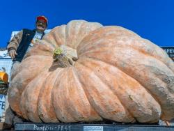 Leonardo Urenas prize winning pumpkin